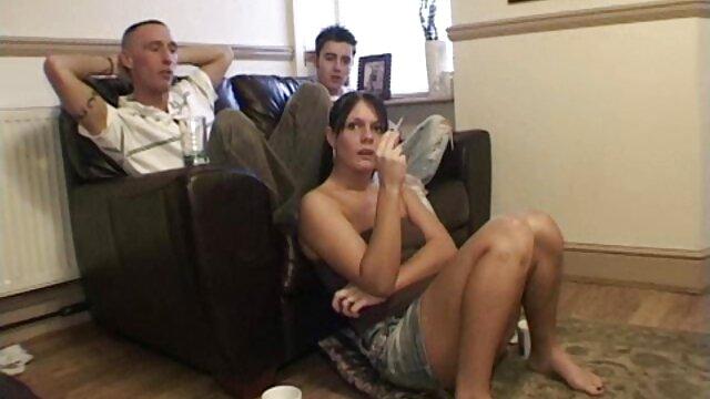 No quero filme de pornô ao vivo casting, ele enfiou a morena na boca e fodeu-a primeiro no rabo.
